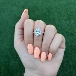 טבעת ריבוע משובצת