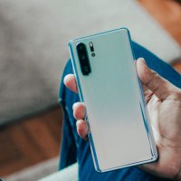 US President Trump lifts Huawei ban