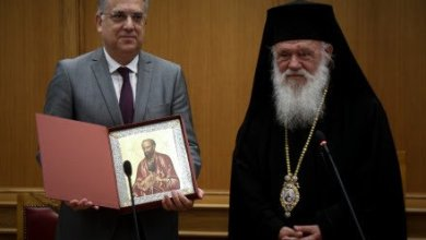 Photo of Με αιχμές το ΚΙΣ για Θεοδωρικάκο: Μήπως για τον υπουργό οι πιστοί σε άλλες θρησκείες δεν είναι τόσο..Έλληνες;