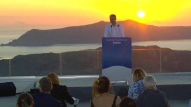 Photo of Με φόντο το ηλιοβασίλεμα της Σαντορίνης η συνέντευξη τύπου του Μητσοτάκη