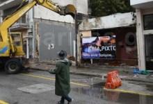 Photo of Έπος! Κατεδάφισαν οίκο ανοχής στη Λάρισα με ζωντανή μουσική: «Ηλία, ρίχτο. Όλα είναι δρόμος…»