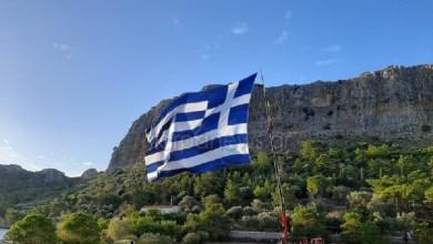 Photo of Κρητικός ύψωσε στο Καστελόριζο την μεγαλύτερη ελληνική σημαία (Βίντεο)