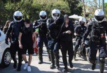 Photo of Πέντε μαθητές κρατήθηκαν για τέσσερα βράδια στη ΓΑΔΑ και αντιμετωπίστηκαν ως εγκληματίες του κοινού ποινικού δικαίου