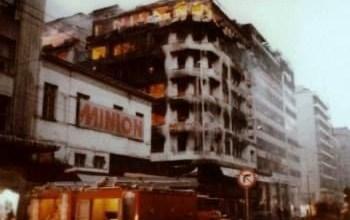 Photo of Η πυρκαγιά στο κέντρο της Αθήνας που τύλιξε στις φλόγες «Μινιόν» και «Κατράντζος»