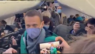 Photo of Αλεξέι Ναβάλνι: Συνελήφθη μόλις έφτασε στην Μόσχας ο ηγέτης της αντιπολίτευσης – Είχαν αποπειραθεί να τον δηλητηριάσουν