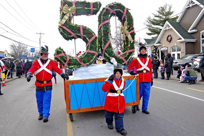 Record crowds attend Deux-Montagnes Santa Claus Parade
