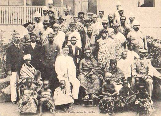 In this photo, the Asantehene meets with the British Governor of Seychelles in 1916. Asantehemaa Nana Yaa Akyaa is sitting to the immediate left of Asantehene. The redoubtable Nana Yaa Asantewaa..the Queenmother of Edweso is to the far right.