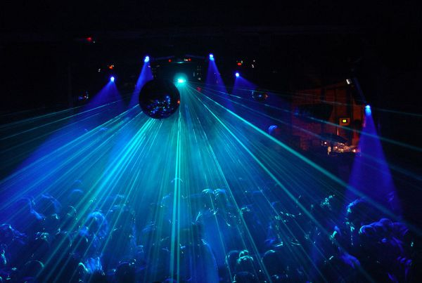 Fabric_800px-Crowd_and_laser