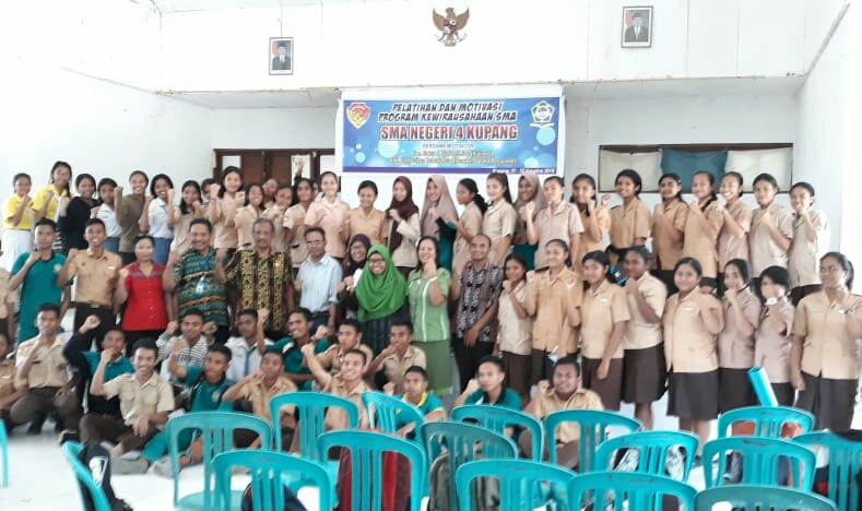 Sukses Jadi Pengusaha, Fredy Tahadi Motivasi Siswa SMA 4 Kupang