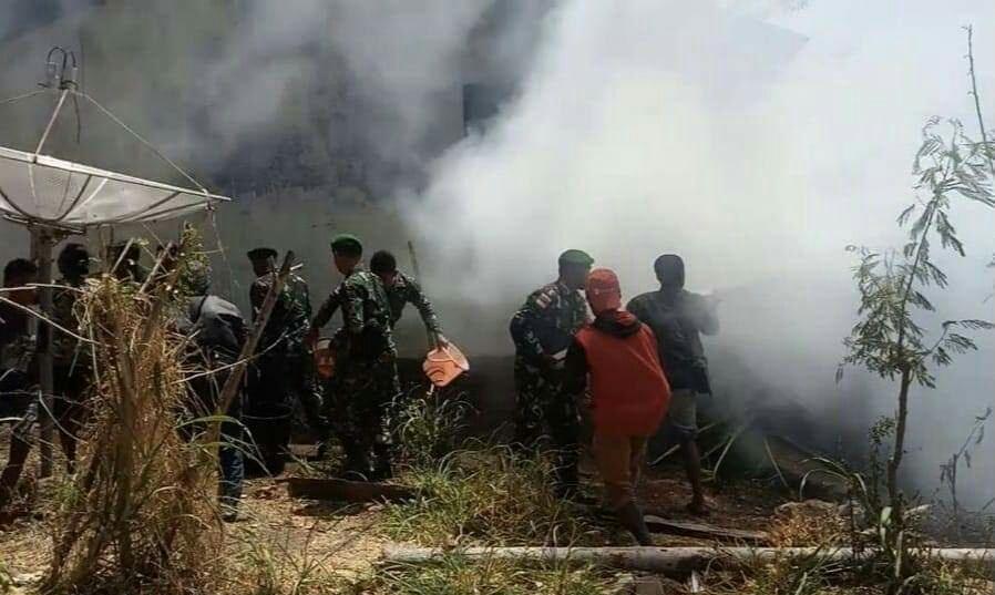 Rumah Warga Terbakar, Satgas Pamtas RI-RDTL Bantu Padamkan Api