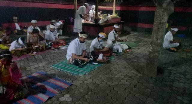 Umat Hindu di TTU Gelar Persembayangan Purnama Songsong Bulan Tilem