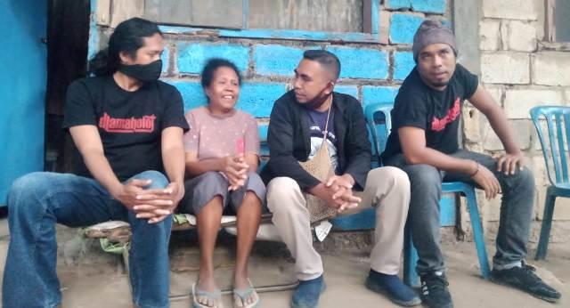 Personil d'Lamaholot Band Peduli ODGJ di Kupang
