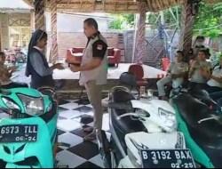 Pendiri Beta Timor Serahkan Bantuan 2 Unit Motor Kepada 2 Susteran di Wini