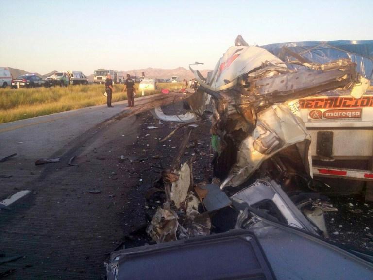 Suman 4 muertos del autobús Tepic-Tijuana tras brutal choque en Guaymas