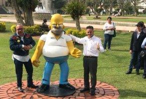 Homero Simpson Estatua