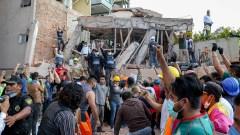 El puño levantado, símbolo de los grupos de búsqueda y rescate de víctimas tras el terremoto 19-S del año pasado. (Foto: Cuartoscuro)