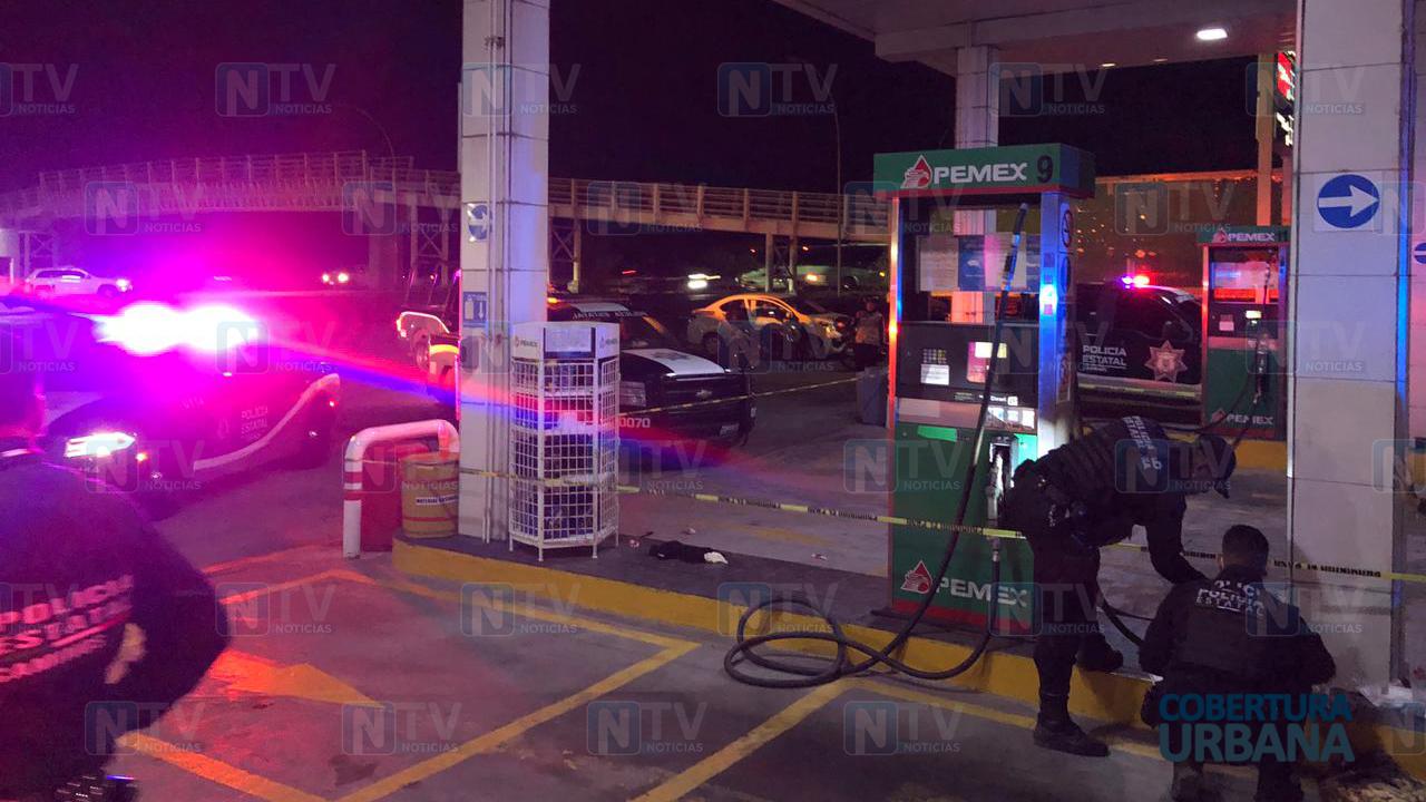 Dos jóvenes son atacados con arma blanca en Libramiento y piden auxilio en gasolinera