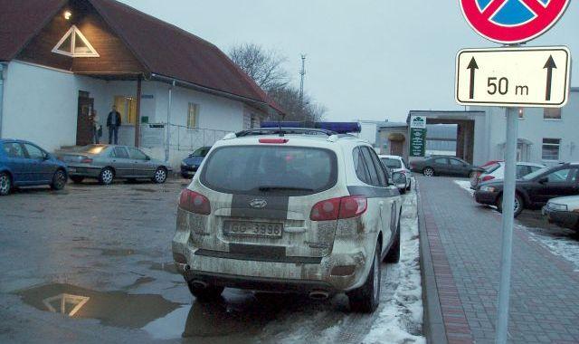 Pie veikala «Top» neievēro satiksmes noteikumus