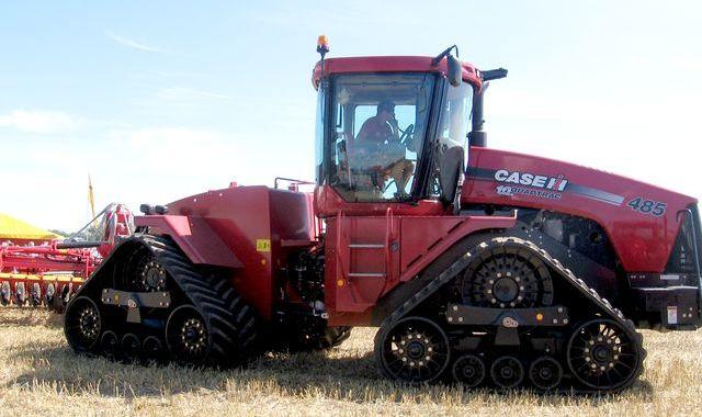 Jauni noteikumi traktoru TA veikšanai radītu papildus slogu Latvijas lauksaimniekiem
