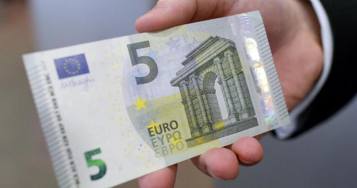 Jaunpils novadā aizturēts šoferis par 5 eiro kukuļdošanu