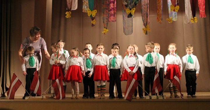4. maija svētkos Zantē pulcējās dancotāji un dziedātāji /FOTO/