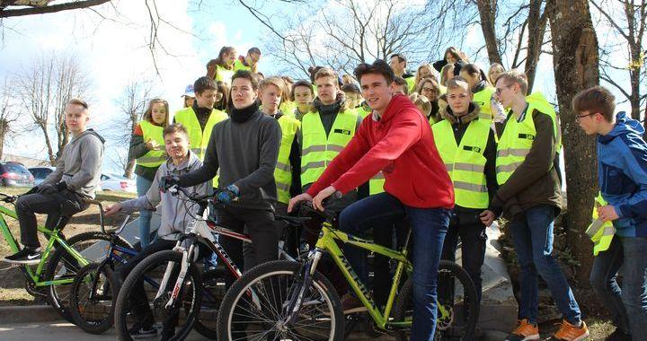 Tukuma Raiņa ģimnāzijai – jauna velosipēdu novietne