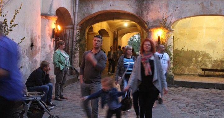 Muzeju nakts Jaunpilī priecē ar ugunsšovu /FOTO/