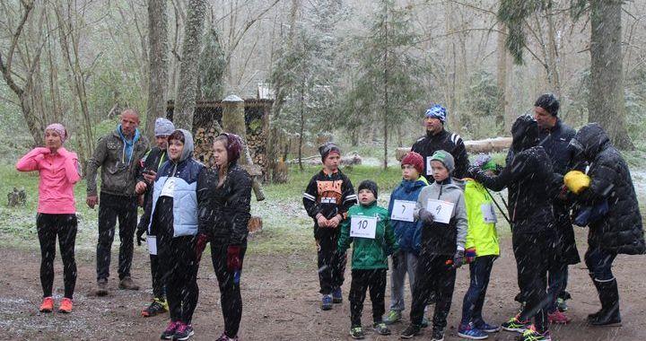 Jaunpils Kartavkalnu apļu 1. kārta – maija sniegā /FOTO/