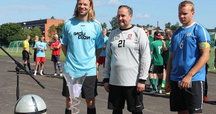 Engurē aizvadīts pirmais Artura Vaidera futbola turnīrs /FOTO/
