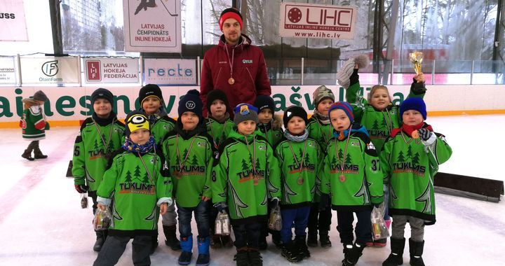 Tukuma jaunākajiem hokejistiem gūta laba pieredze