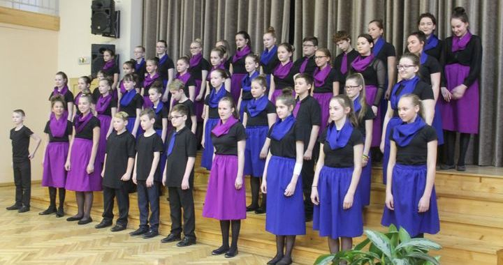 Skolēnu kori Tukumā ieskandina gaidāmo skolēnu dziesmusvētku repertuāru /FOTO/