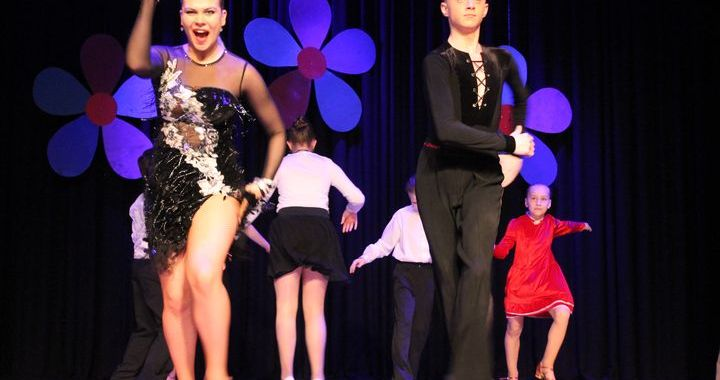 Novada skolēnu deju kolektīvu festivāls Kandavā /FOTO/