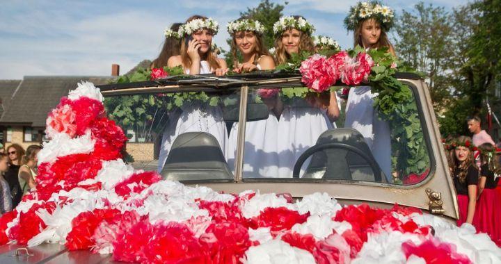 Rožu svētku gājiens Tukumā/FOTO/