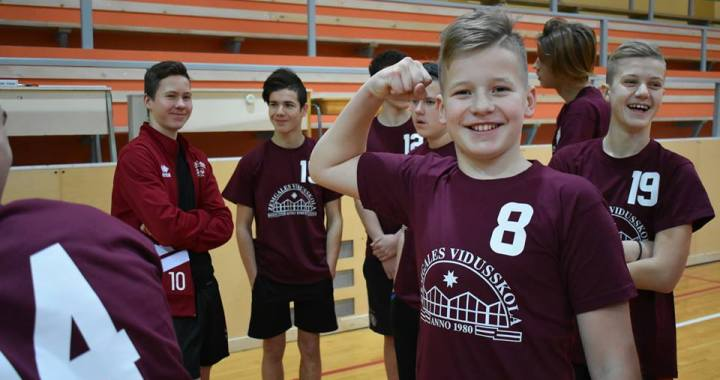 Novada skolēni –  Latvijas čempionātā svara stieņa spiešanā guļus
