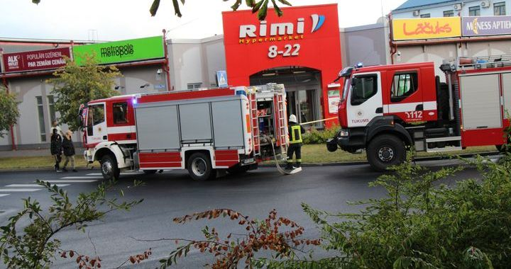 Tukuma RIMI veikalā dedzis serveris. Veikals slēgts