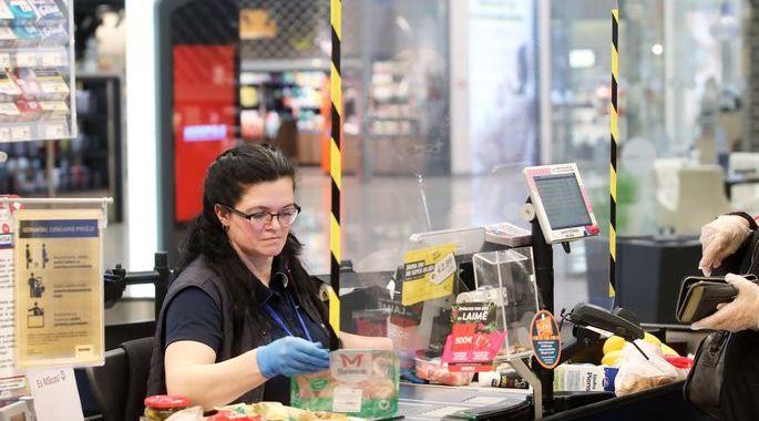 Covid-19 analīzes veiks arī mazumtirdzniecības un pasta darbiniekiem
