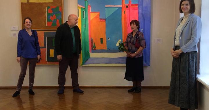 Tukuma mākslas muzejā atvērta mākslinieku Alekseja Naumova un Leonīda Āriņa gleznu izstāde
