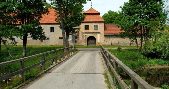 Slēgts tilts pie Šlokenbekas muižas