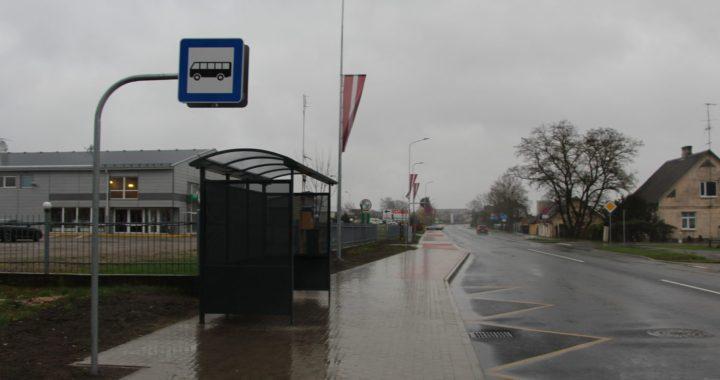 Kāpēc autobusu pietura tagad ir pie Smilšu ielas?