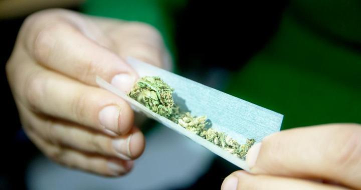 Atņem marihuānu, atņem cigaretes…