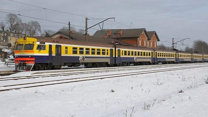 Uzmanību vilciena Tukums 2 – Rīga un Rīga – Sloka pasažieriem