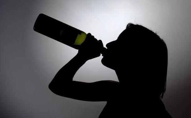 Stiprā alkohola reibumā zvana policijai