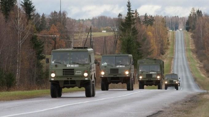 Brīvdienās var gadīties sastapties ar militāro transportu