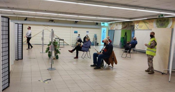 Tukuma sporta hallē tiek iekārtots vakcinācijas centrs