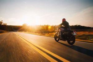 Nedēļas nogalē notikusi motocikla un kravas auto sadursme