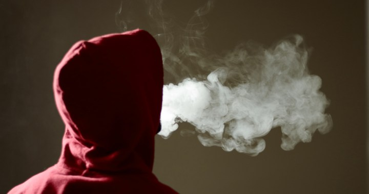 Elektroniskās cigaretes smēķē arī bērni. Aicina vecākus pievērst uzmanību