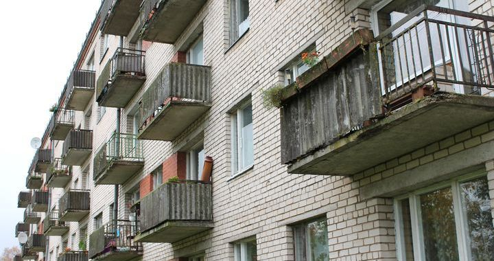 Cilvēki vēlas aizliegt smēķēt daudzdzīvokļu mājās un publiskajās ēkās