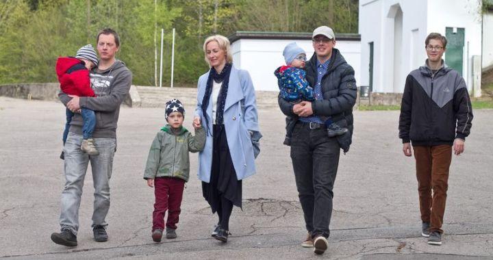 Sagaidot mātes dienu, saruna ar mūziķi un piecu dēlu mammu Sanitu Jākabsoni