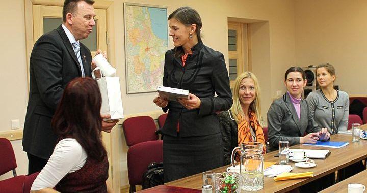 Tiesībsargs Tukumā iepazīstas ar domes iestāžu darbu