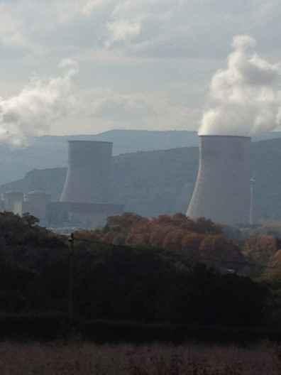 Abbildung 1: Kernkraftwerk Cruas-Meysse, bei Montélimar (Rhônetal). Dieses Kernkraftwerk liefert 4 bis 5% der Elektrizität Frankreichs.
